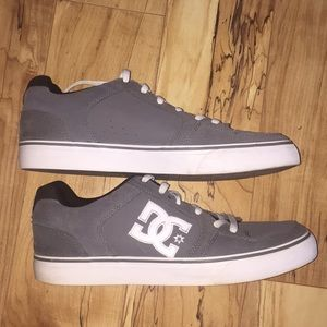 DC Shoes - Men's DC shoes size 11 gray and white